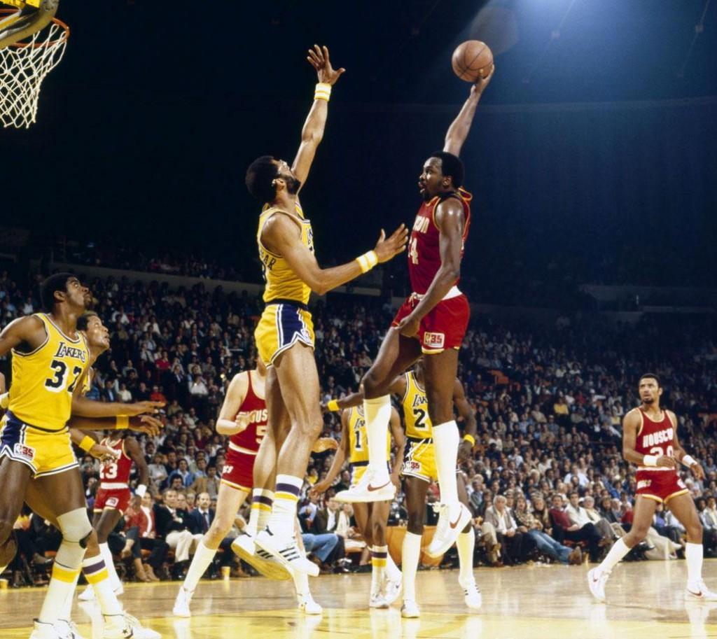 1981-Moses-Malone-Kareem-Abdul-Jabbar-080100595-1024x913