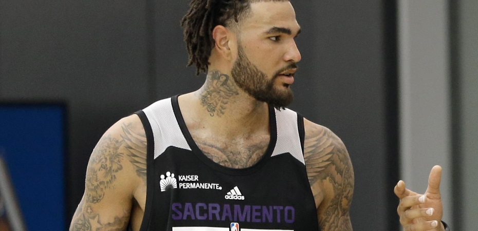 Kentucky center Willie Cauley-Stein, left, talks with Sacramento Kings center Ryan Hollins at a workout with the Kings in Sacramento, Calif., Thursday, June 11, 2015. The Kings have the sixth position in the NBA basketball draft. (AP Photo/Rich Pedroncelli)